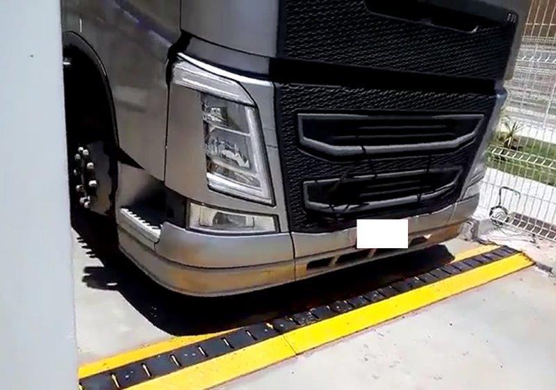 Barreira fura pneus